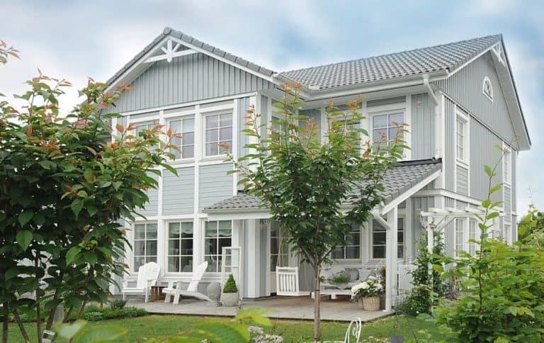 Planung , Konstruktion und Aufbau von Holzhäusern
